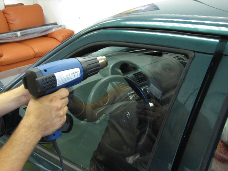Как затонировать стекла на авто своими руками 53