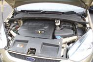A Ford teljesítménye, de főként nyomatéka nagyobb a Citroënénél,  kevéssel a fogyasztása is több