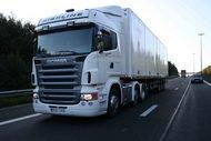 Jön, csak jön. A legrégebb óta a 420 lóerős Scania motor érhető el Euro 4-es kivitelben