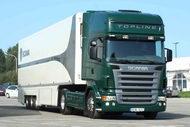 620 lóerő, 3000 Nm – 2006 májusától a 16 literes V8-as motorral hajtott Scania az egyik legerősebb kamion az utakon