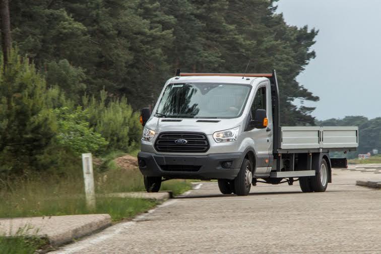 A tesztsorozat során gyűjtött tapasztalatok alapján a Ford több mint 100  jelentős módosítást hajtott végre a Transit Custom szerkezetén  a mérnökök  egyebek ... eeed05304f