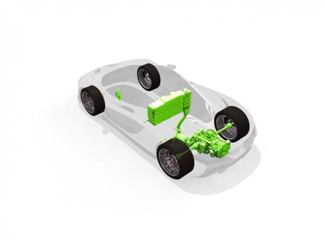 Tisztán elektromosan is 10-11 km a hatótáv, a villanymotor is a hétsebességes váltón át hajt, a benzines ilyenkor áll