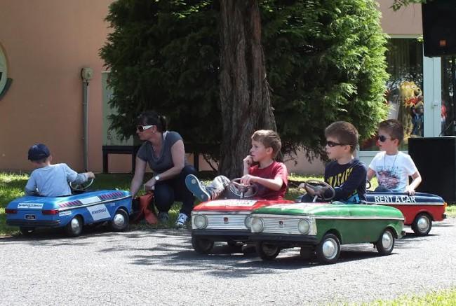 Nagy népszerűségnek örvend a pedálos Moszkvics verseny, a gyerekek általában alig akarnak kiszállni az öreg pléhautókból