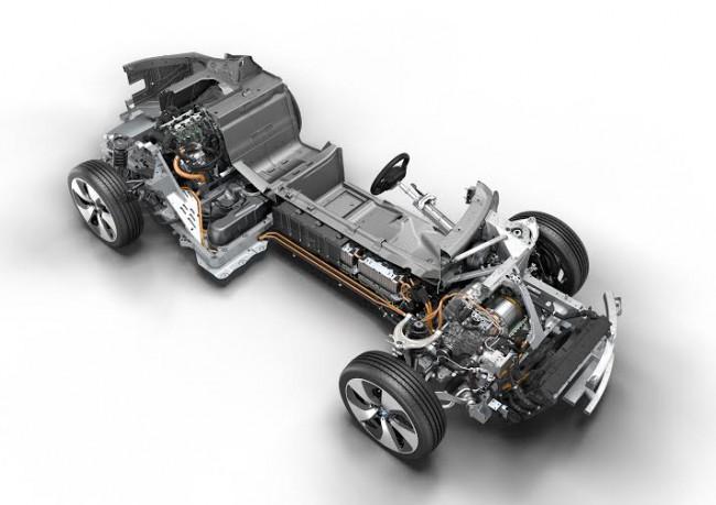 2015 legjobb motorja – a BMW 1,5 l-es benzinesből és villanymotorból álló hibrid hajtáslánca